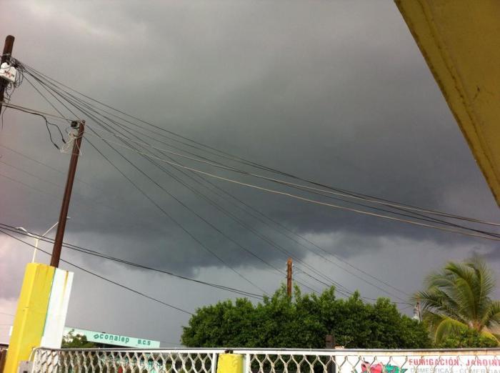 Tormenta antes de llegar a La Paz, BCS. Crédito Eduardo Hernández.