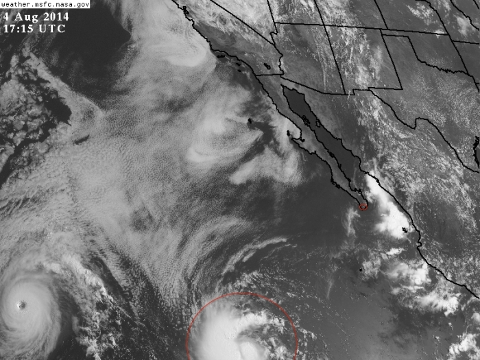 Imagen de satélite visible de la tormenta tropical Julio al Suroeste de Cabo San Lucas, BCS. Aleándose cada vez más.