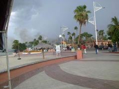 Cae rayo sobre el malecón de La Paz, BCS. Crédito Julio Ruíz.